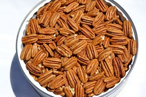 Tin with 20 ounces of Pecan Halves